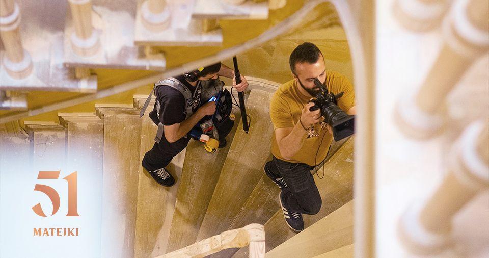 Ekipa filmowa na planie Matejki 51
